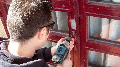 agrupación cerrajera realiaza apertura de puertas sin dañar